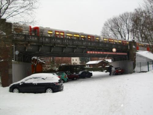 Eine Fahrt mit der U-Bahn U3 durch das winterliche Hamburg