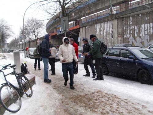 Polizei erhebt Einspruch gegen die Verteilung von Flugblätterrn